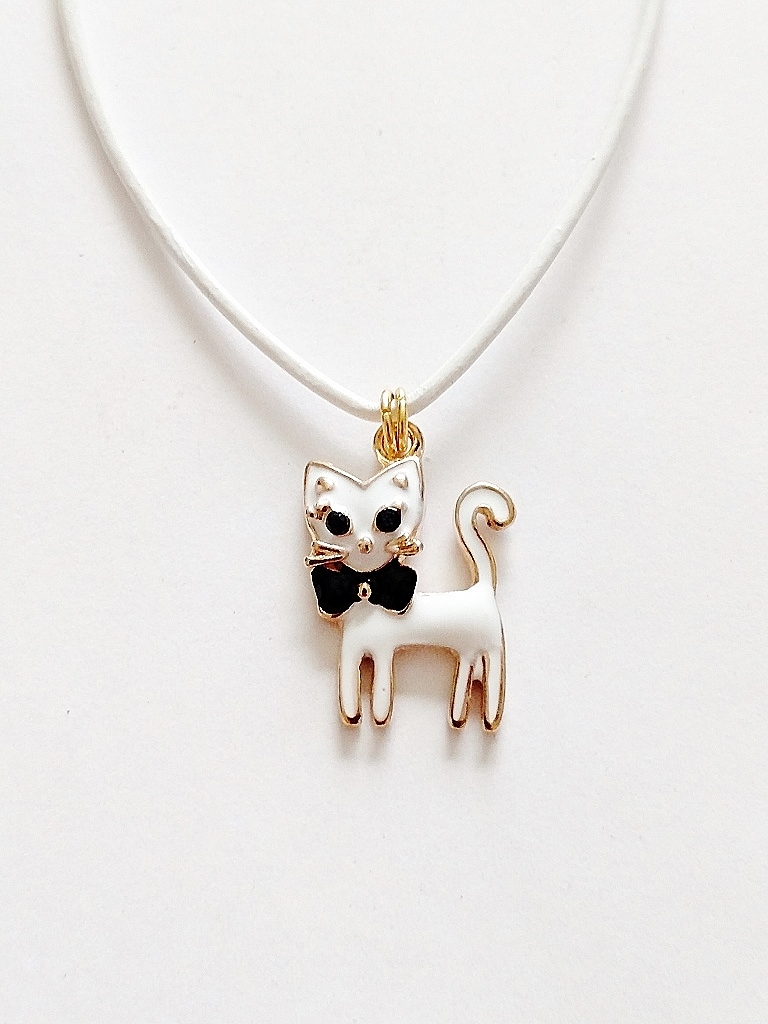 Cute white cat pendant beach necklace gold tone quick view mozeypictures Choice Image