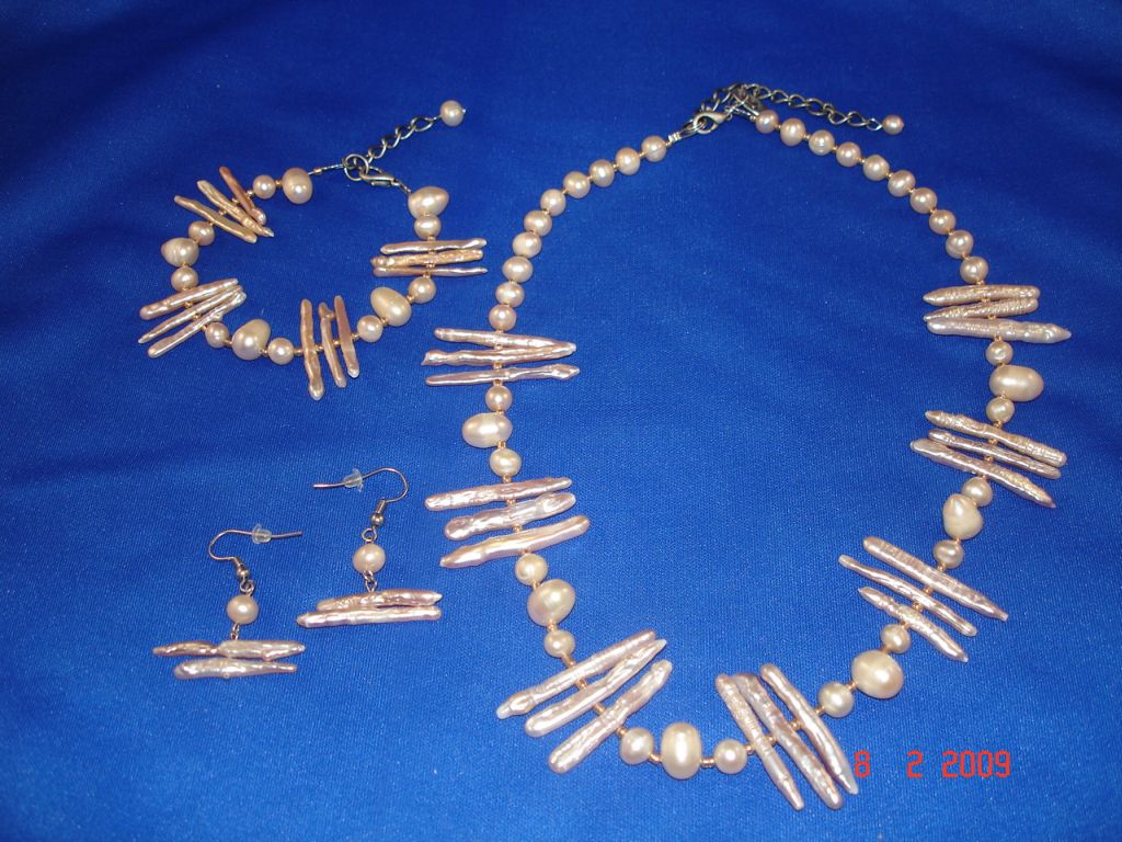 Genuine Mother-of-Pearl Set of Necklace, Bracelet and Earrings, Beige Color