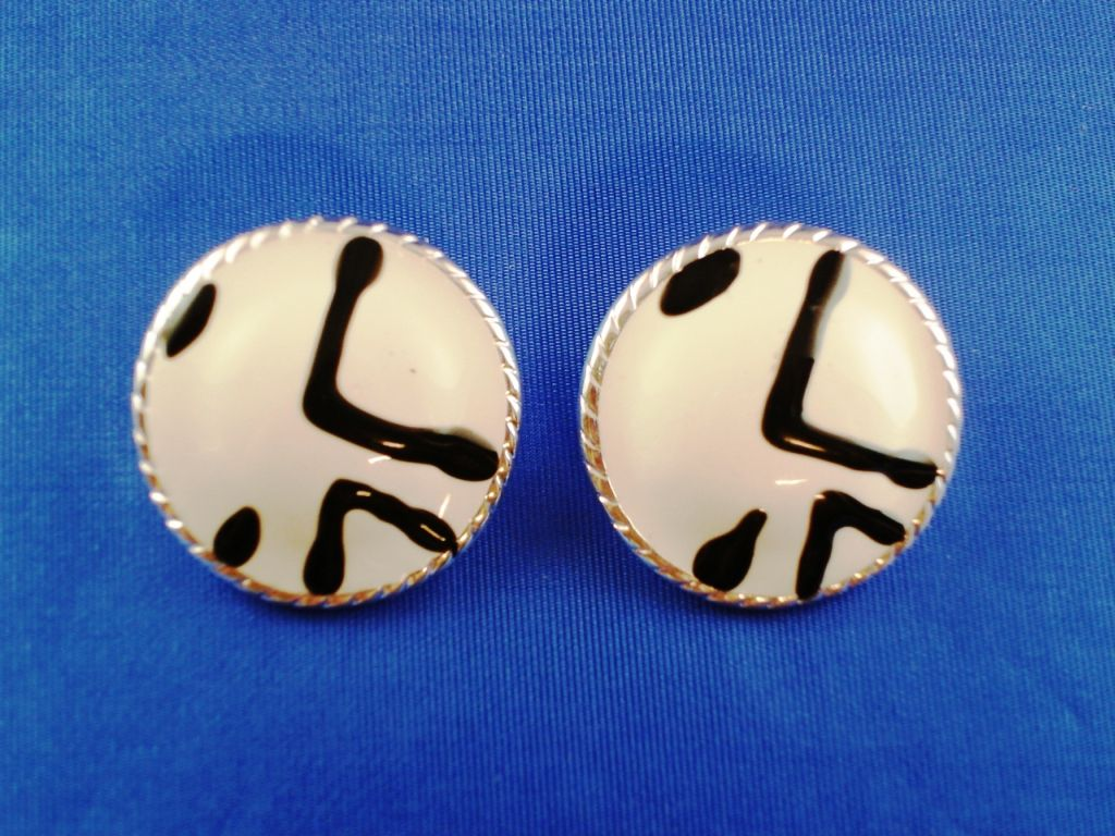 White Tiger Animal Print Circle Post Earrings, Silver Tone Anti-allergic Metal