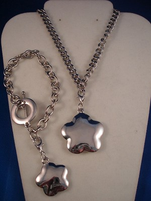 "Silver Tone Set of Necklace & Bracelet, Flower Pendant & Charm, 18"" Chain, European Fashion Jewelry"
