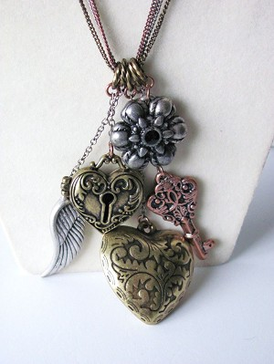 "Tri-tone Key Heart Wing Multi-Pendant Vintage 30"" Necklace Earrings Set"