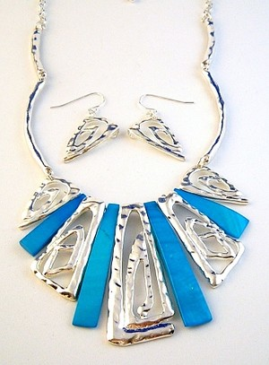 Large Turquoise Blue Shells & Hammered Pin Charm Necklace Earrings Jewelry Set