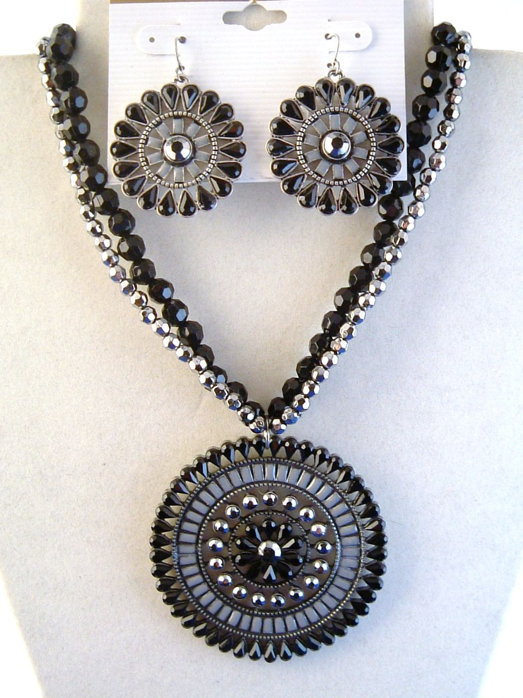 Black Diamond Flower Pendant Necklace Earrings Jewelry Set