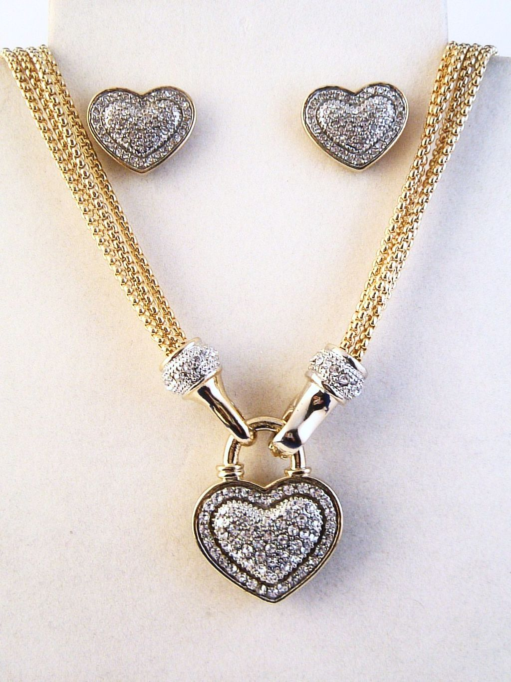 Designer's Touch Diamond Heart Pendant Necklace Earrings Jewelry Set