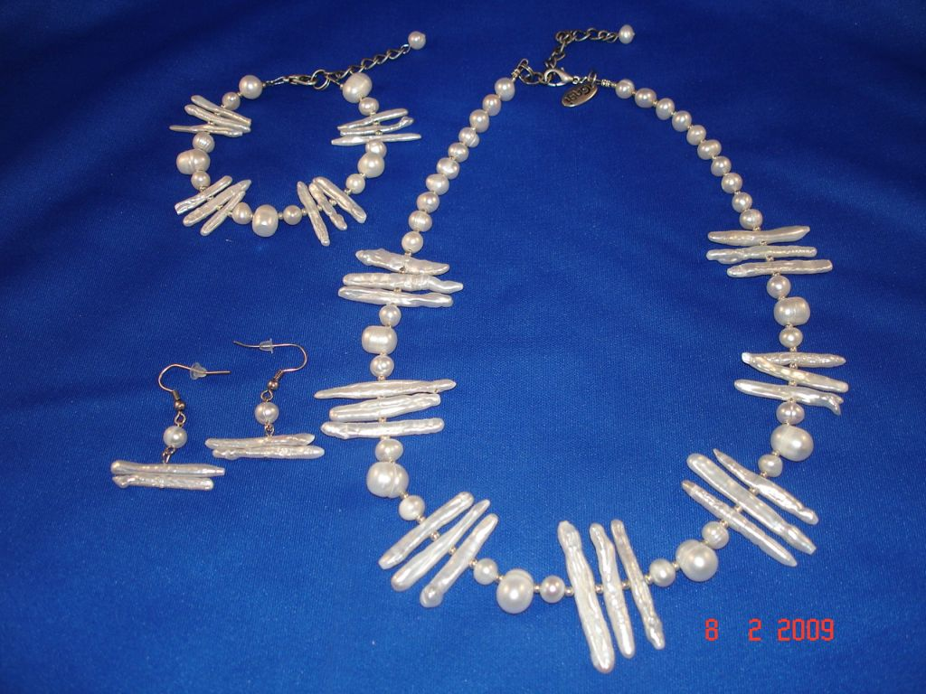 Genuine Mother-of-Pearl Set of Necklace, Bracelet and Earrings, White Color