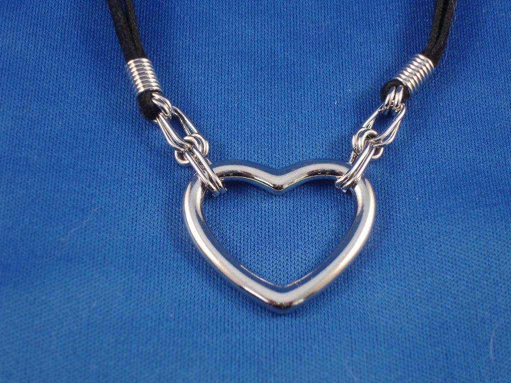 Necklace with Shiny Metal Heart Pendant, Fashion Non-Allergic Jewelry