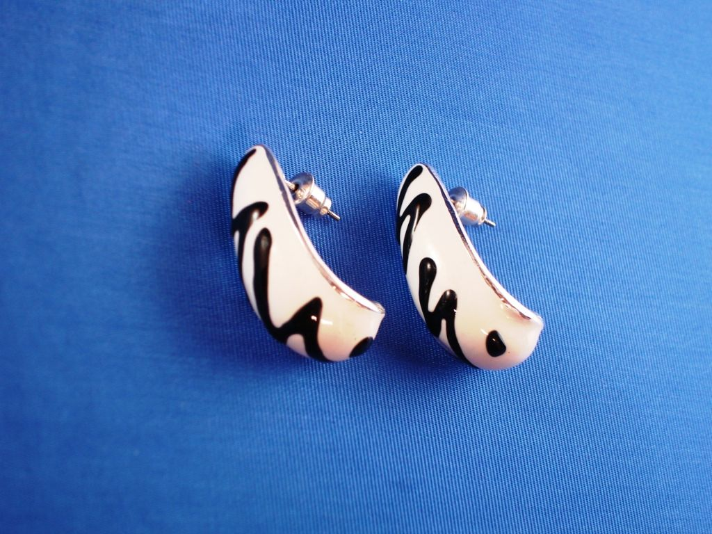 White Tiger Animal Print Half-hoop Post Earrings, Silver Tone Anti-allergic Metal