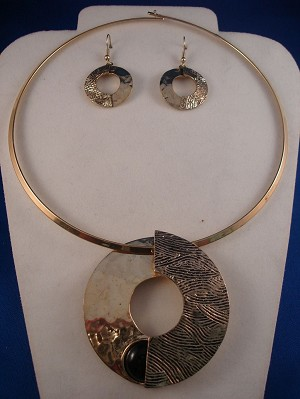 "Hammered Style Set of Necklace & Earrings, 2 1/2"" Large Circle Pendant, Gold Finish"
