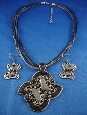 "Set of Necklace & Earring, 2 1/2"" Black Butterfly Metal Pendant, European Fashion Jewelry"