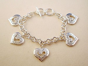 Silver Finish Metal Chain Bracelet, Five Heart Charms w/ Vintage Style Ornament, Anti-allergic Jewelry