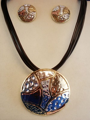Tri-Tone Hammered Style Large Pendant Set of Necklace & Earrings, Gold, Copper & Silver Finish, Anti-allergic Jewelry